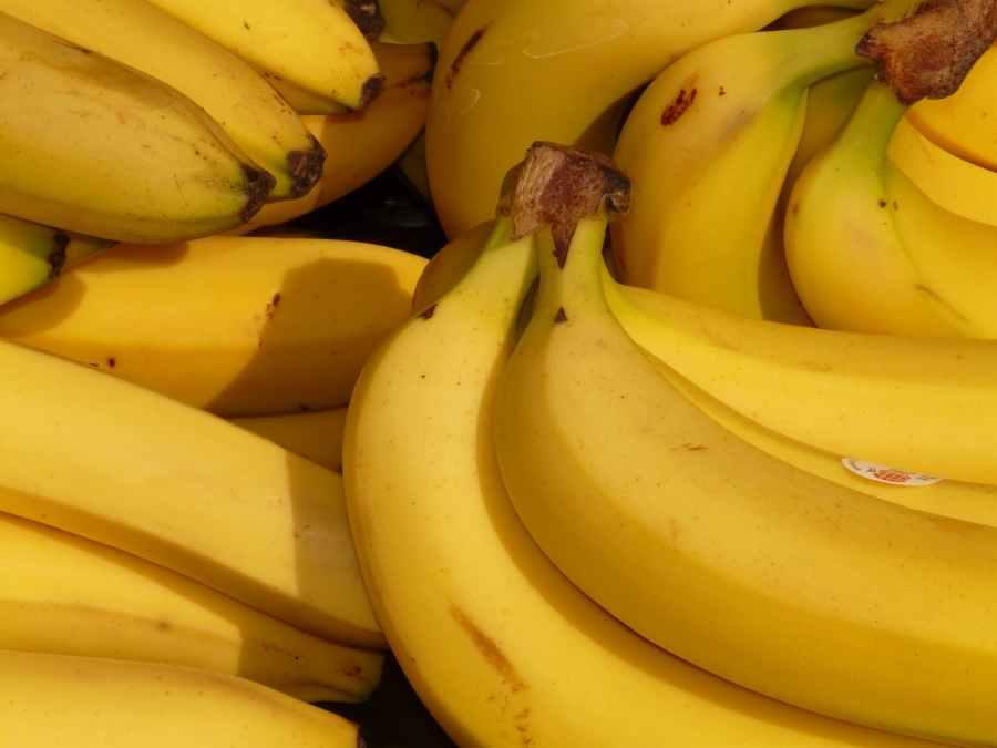 banana-fruit-healthy-yellow-41957.jpeg